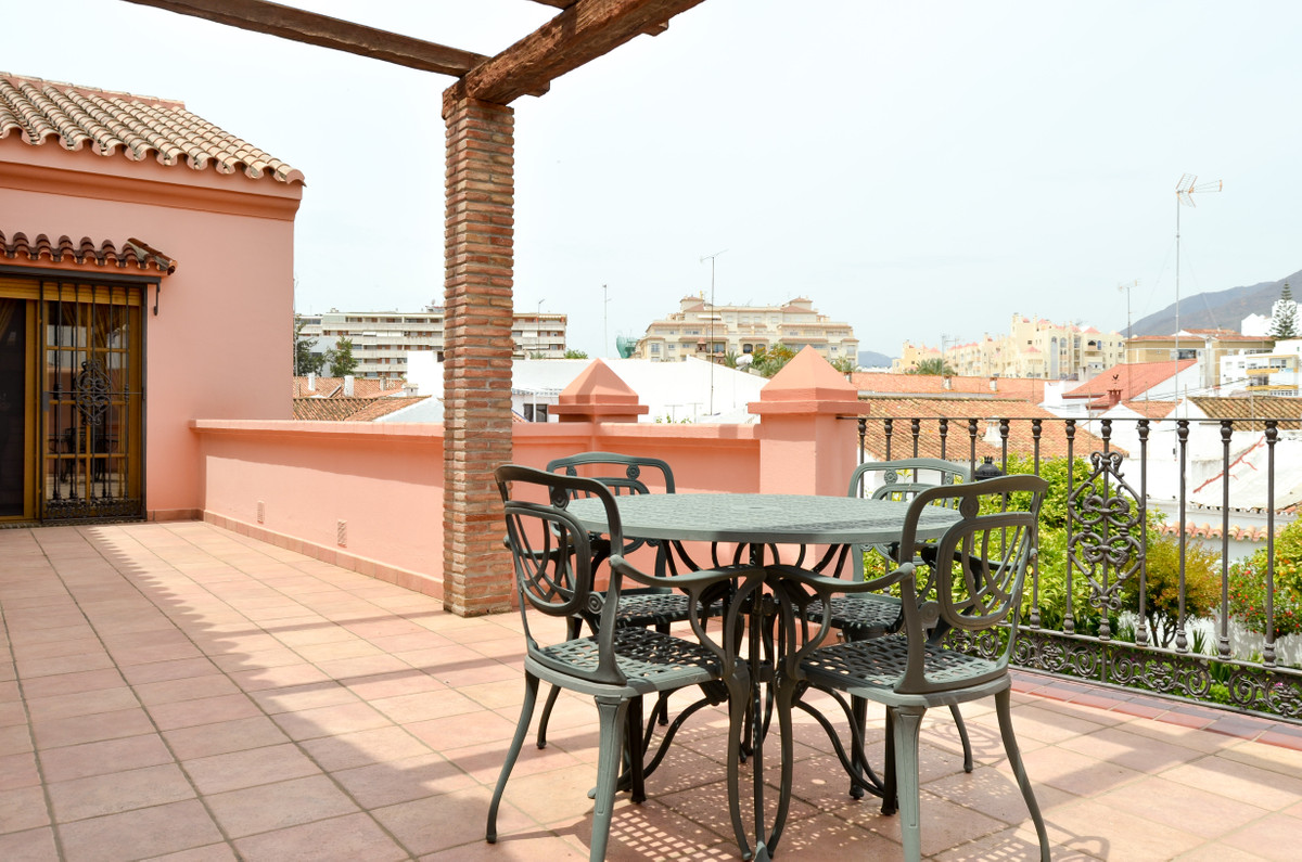 Semi-Detached House, Estepona, Costa del Sol. 4 Bedrooms, 3 Bathrooms, Built 360 m², Terrace 32 m², , Spain