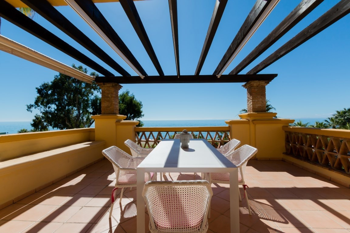 This stunning 3-bedroom apartment enjoys breathtaking sea views and is nestled in a quiet frontline ,Spain