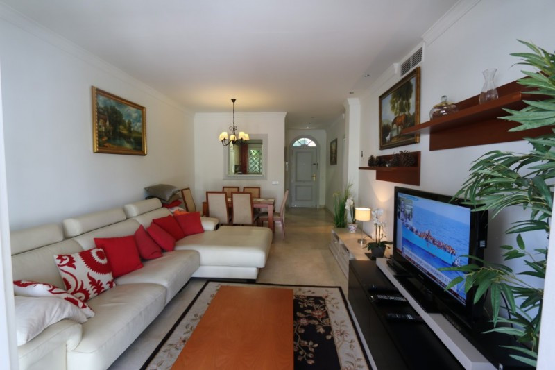 Turistic registration number VFT/MA/14285 cosy apartment placed at Aloha Gardens with a lot of facil,Spain