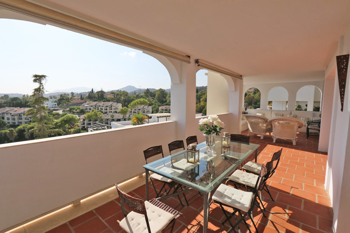 Stylish frontline golf apartment for sale in La Quinta, situated in the exclusive gated community of,Spain