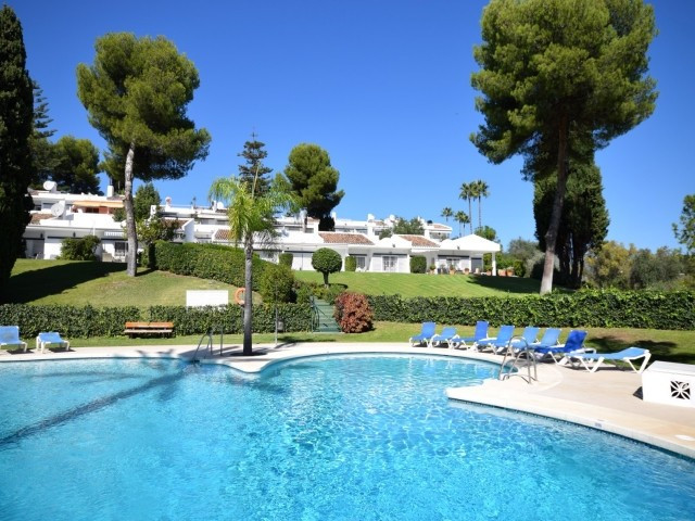 Charming topfloor apartment on the first floor for sale in Los Dragos, Nueva Andalucia.Located on th,Spain