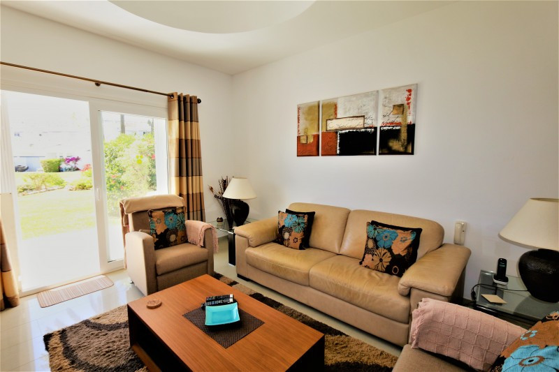 Middle Floor Apartment in Aloha R3435988
