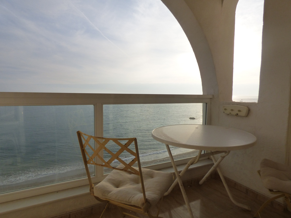 Spectacular apartment on the first line of the beach with frontal views to the sea and the promenade, Spain