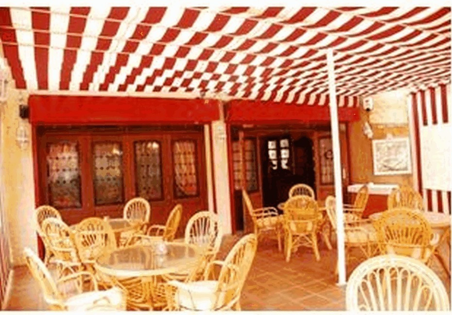 We are delighted to offer this superb bar restaurant for freehold.  (There is an option to buy it as,Spain