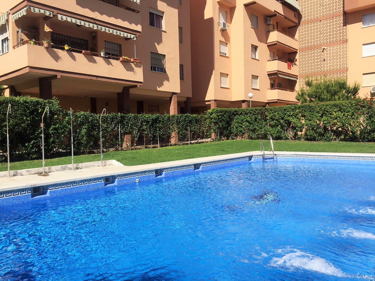 IN THE CENTER OF FUENGIROLA, just 600 meters from the beach. Located in one of the best areas of Fue, Spain