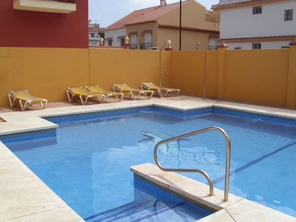 EXCELLENT TOWNHOUSE IN DONA ERMITA. Community pool for only 5 houses and private garage. 3 bedrooms,,Spain