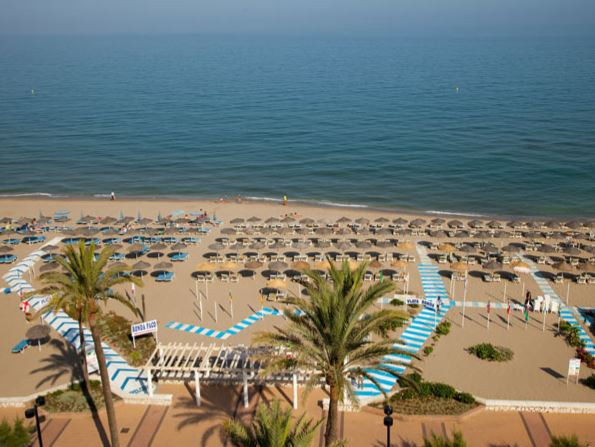 EXCELLENT INVESTMENT!  Beachfront STUDIO  in Los Boliches. Building in excellent location, facing on,Spain