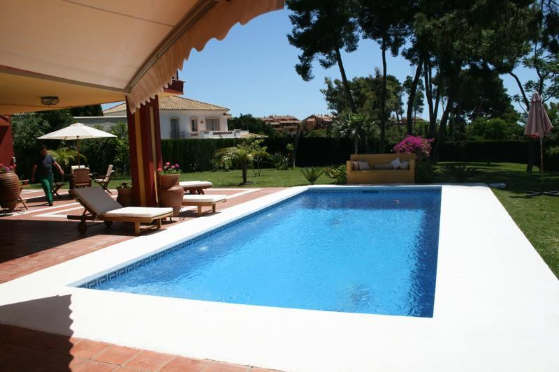 Detached house for sale in Los Monteros