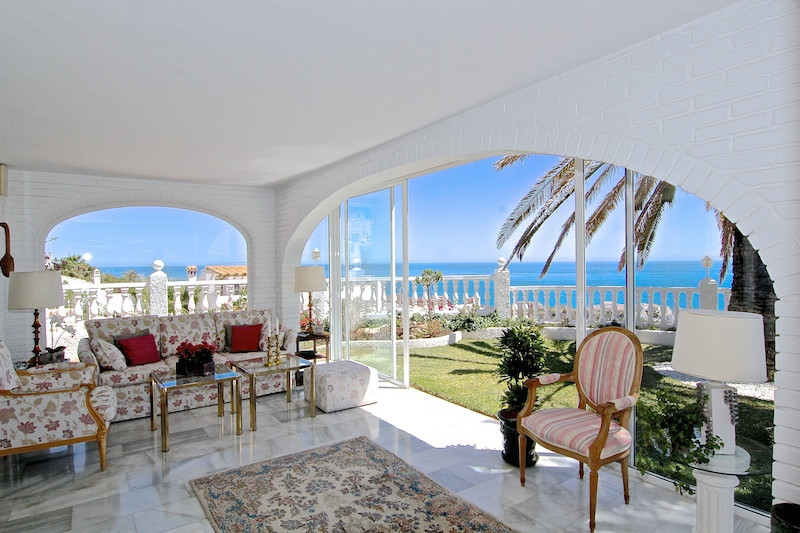 Luxury villa - real estate in La Capellania
