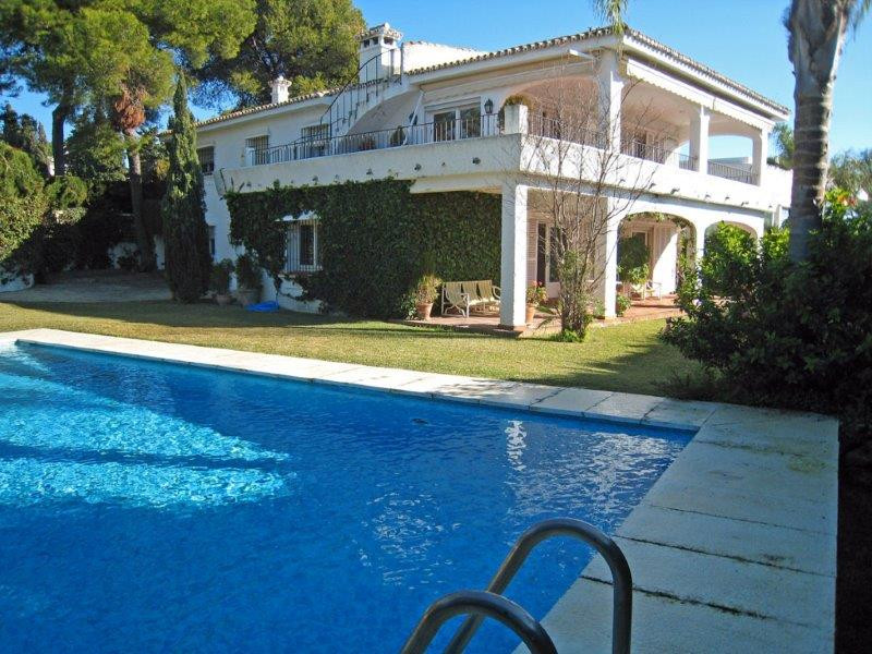 Chalet for sale in Los Monteros