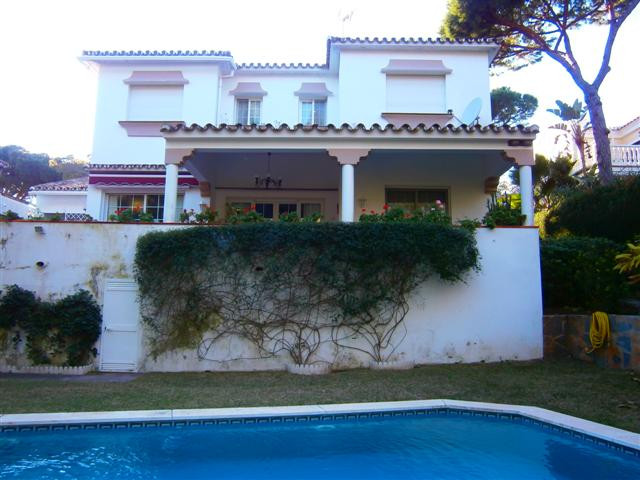 Villa for sale in Calahonda