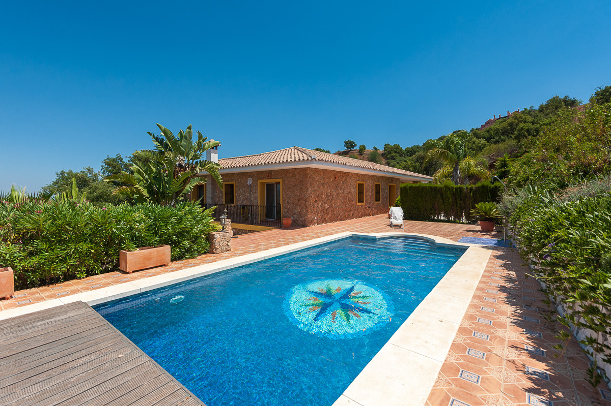 Villa - real estate in La Mairena