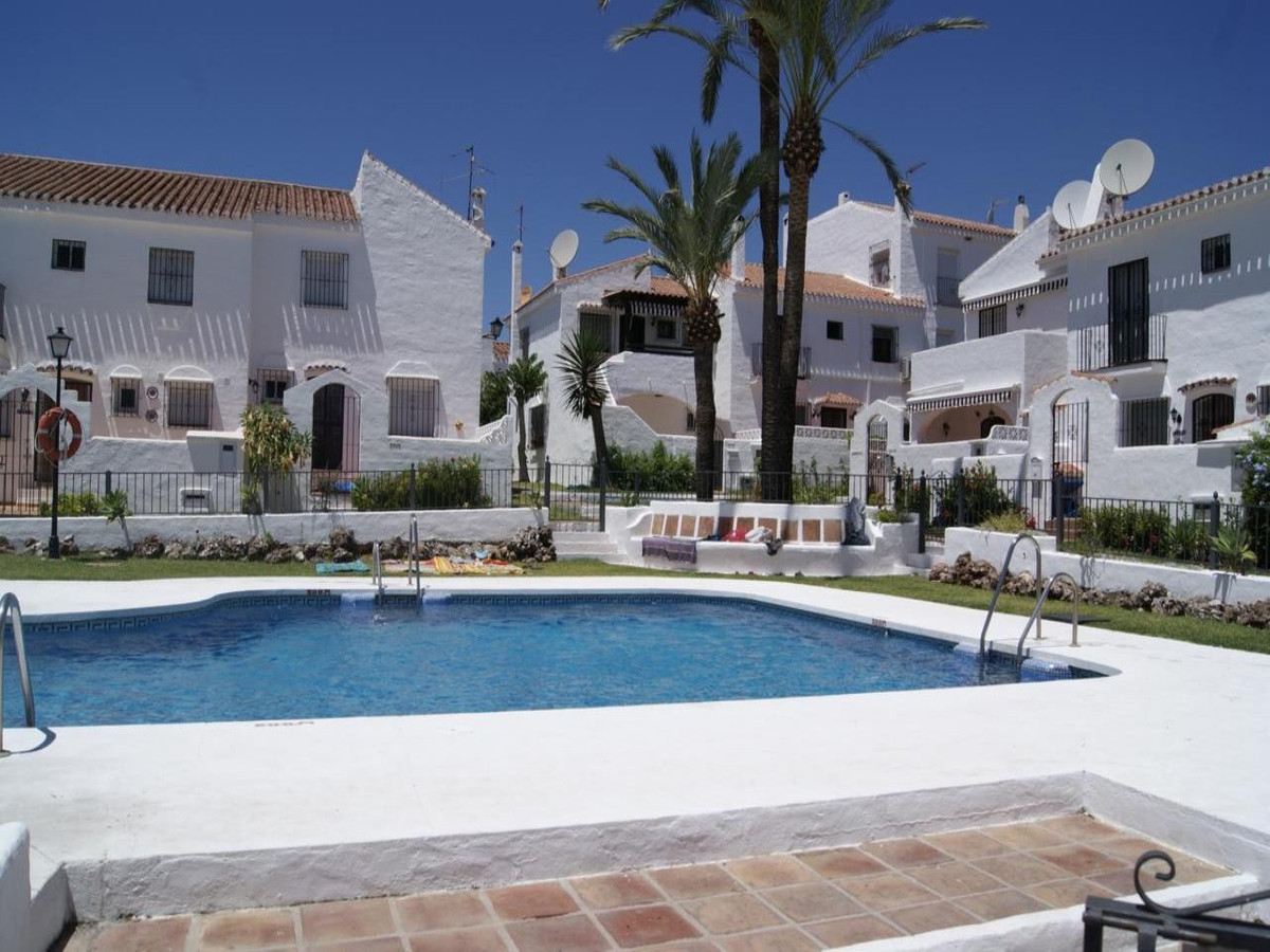 Townhouse - real estate in Marbella