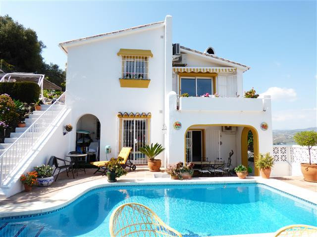 Villa for sale in Cerros del Aguila