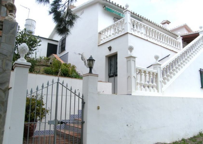 Villa for sale in Almayate