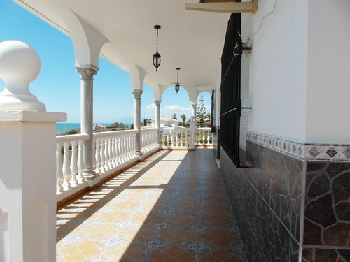 Villa for sale in Benajarafe