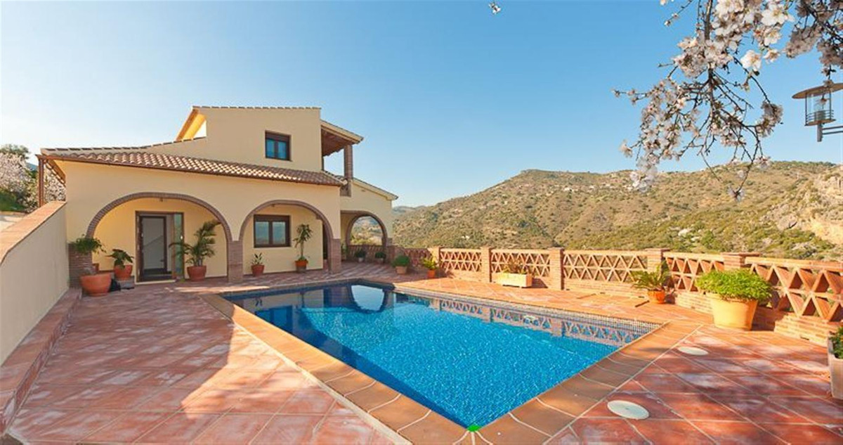 Villa - real estate in Comares