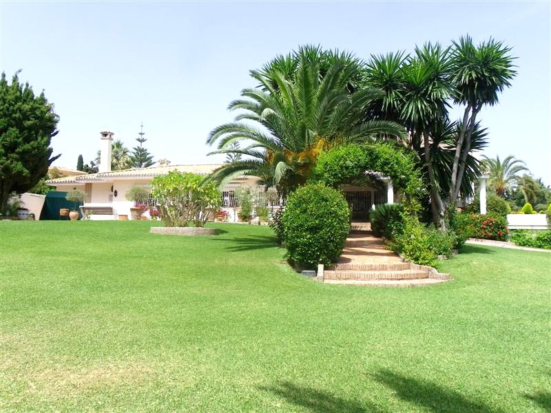 Luxury villa for sale in Los Monteros