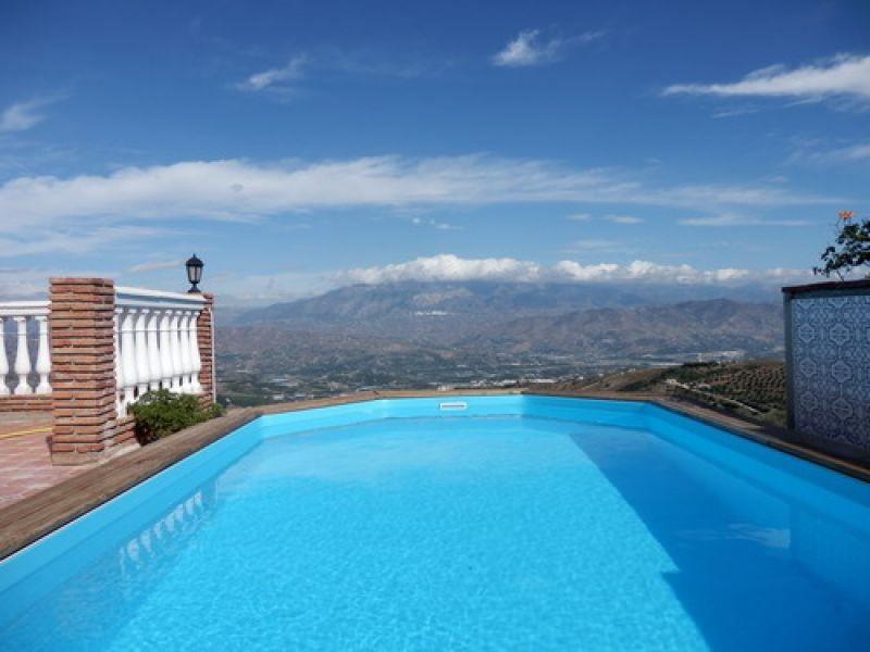 Villa for sale in Iznate