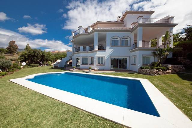 Luxury villa - real estate in Los Monteros