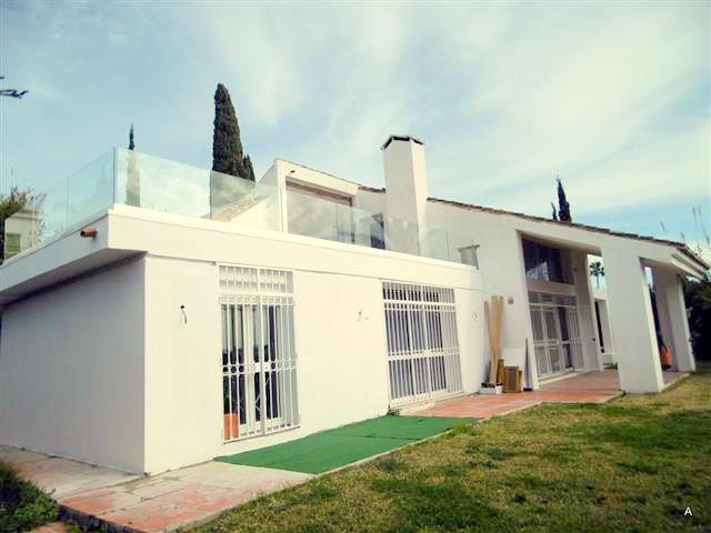 Villa for sale in Nueva Andalucia