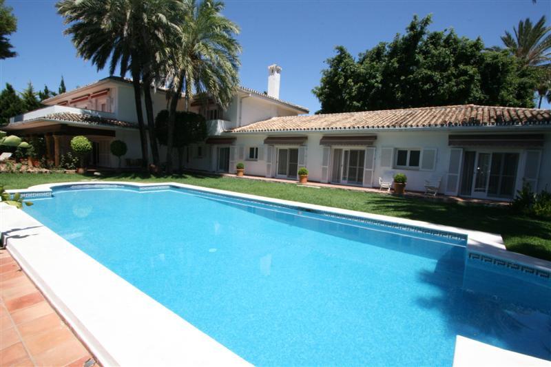 Luxury villa - real estate in Los Monteros