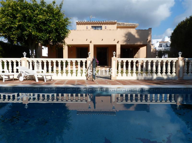 Villa - real estate in Calahonda