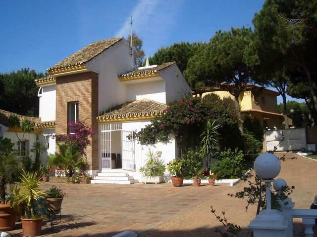 Villa - inmobiliaria en Calahonda