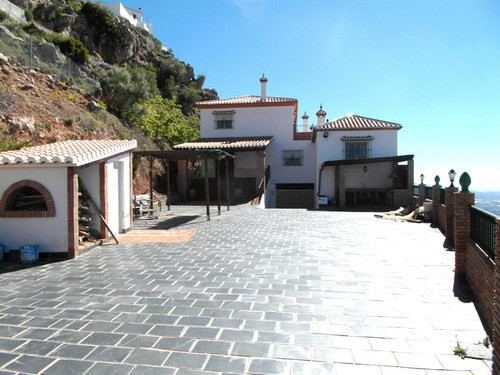Villa for sale in Comares