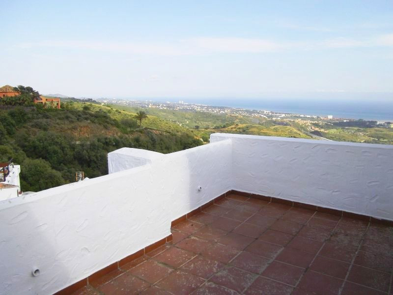 Townhouse for sale in Los Monteros