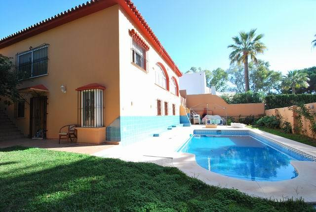 Villa - real estate in Elviria