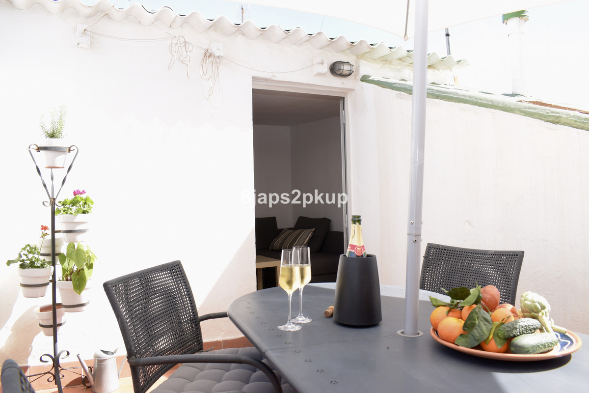 R3626402 | Townhouse in Estepona – € 160,000 – 2 beds, 1 baths