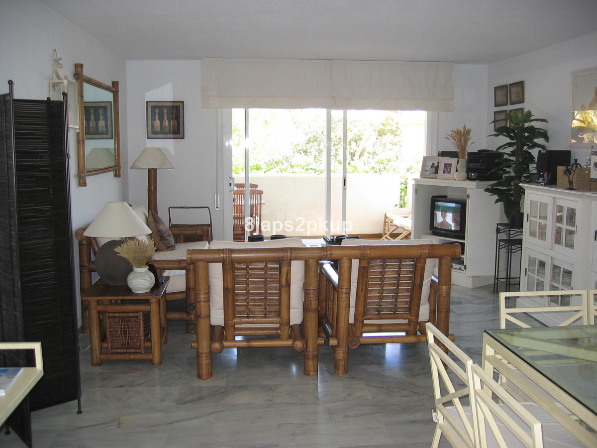 Middle Floor Apartment in Cancelada