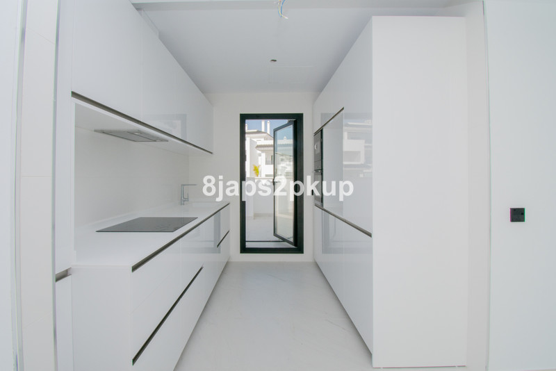 Ático en venta, Estepona – R3443980