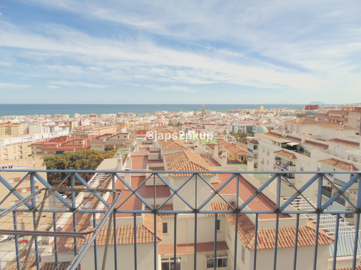Distance to the beach: 900 m. Nearest supermarket: 200 m. Nearest public transport: 200 m. Nice apar, Spain