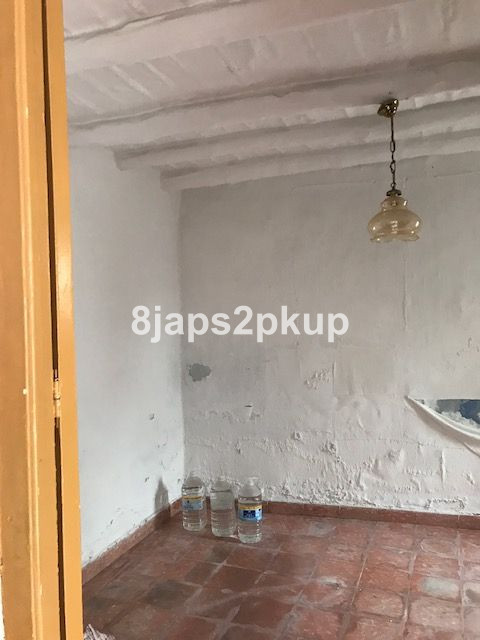 R2870729   Townhouse in Estepona – € 169,000 – 3 beds, 1 baths