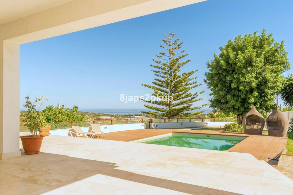 Villa Detached Estepona Málaga Costa del Sol R3399973