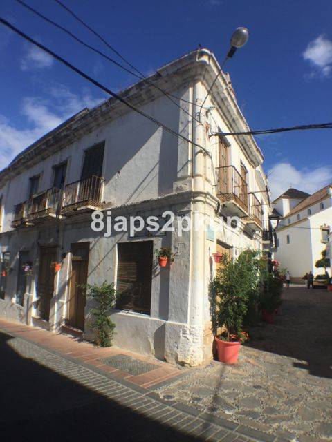 Vendor Now Open to Sensible Offers....  POTENTIAL corner Townhouse for business or hotel just in the,Spain