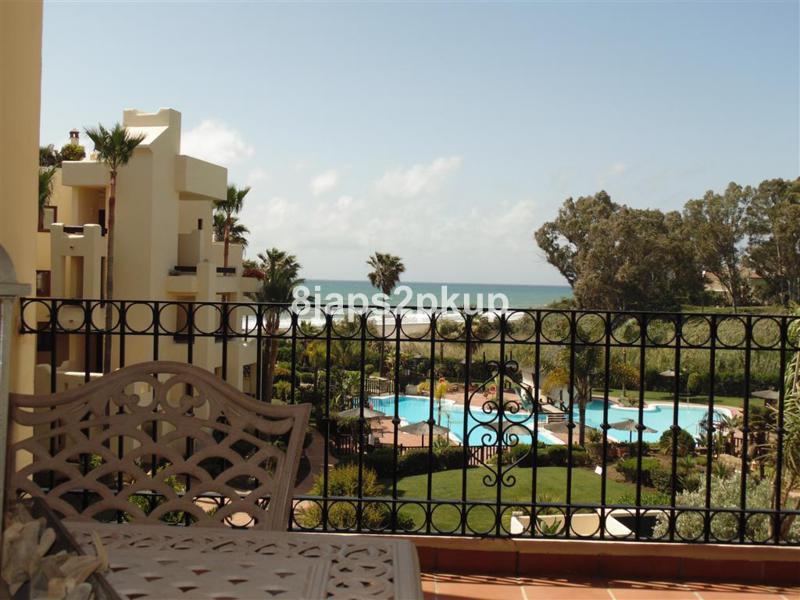 Marbella Banus Apartamento Planta Media en Venta en New Golden Mile – R2221502