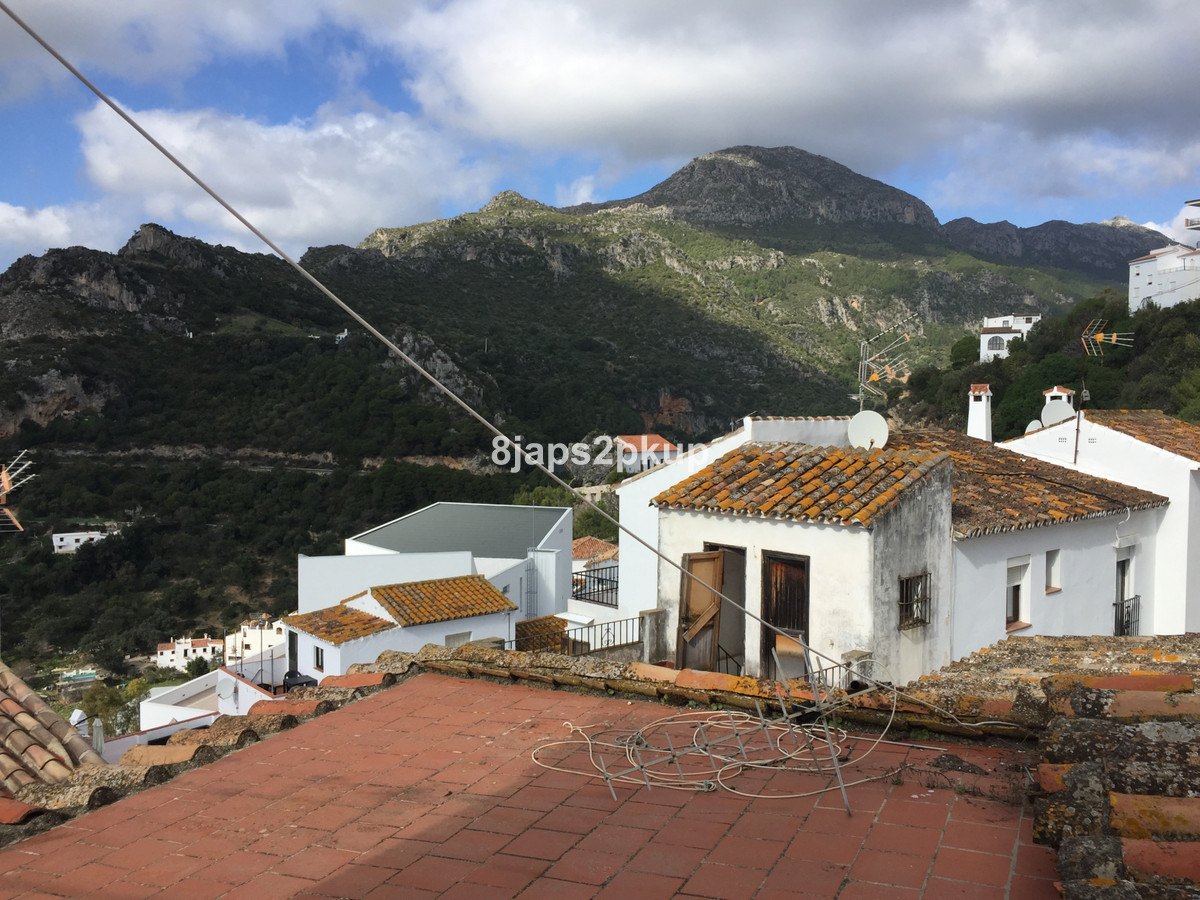 Bargain Casares Village house for sale. Project in