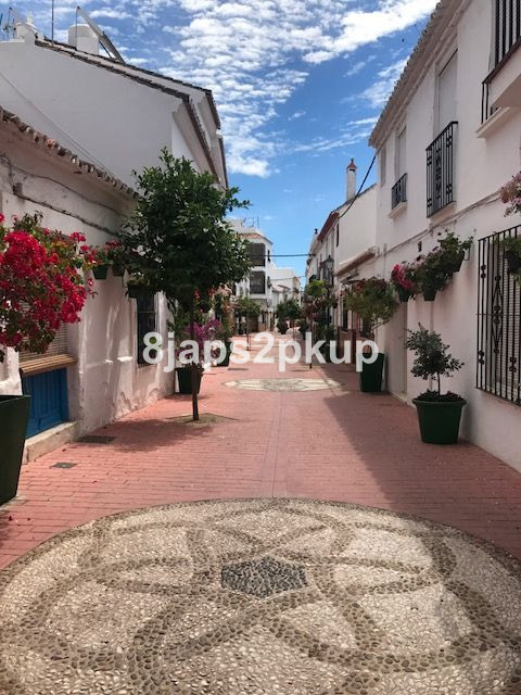 Excellent townhouse, lovely & charming location very close to the beach..... Potential project w,Spain
