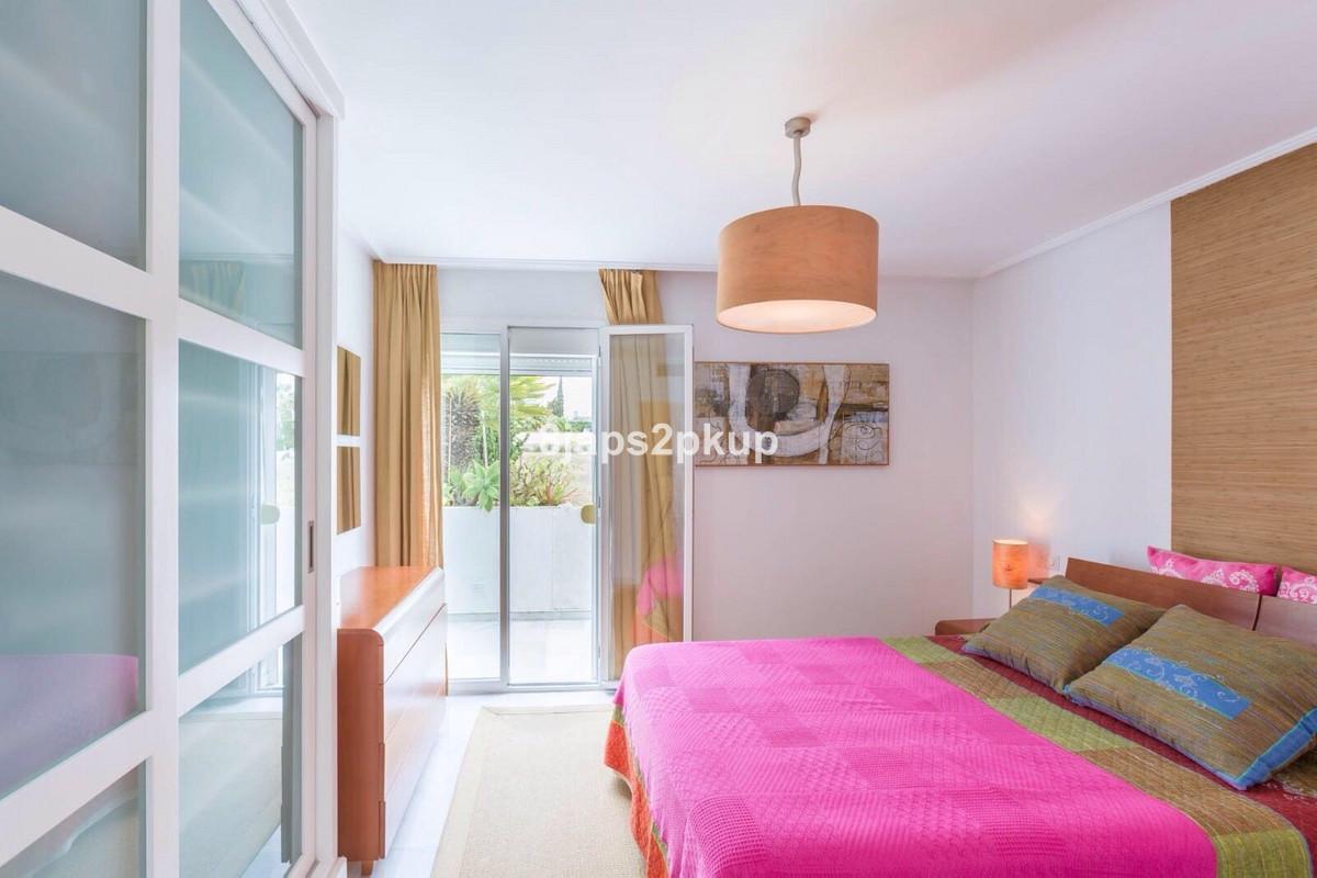 Middle Floor Apartment, Estepona, Costa del Sol. 2 Bedrooms, 2 Bathrooms, Built 90 m², Terrace 20 m²,Spain