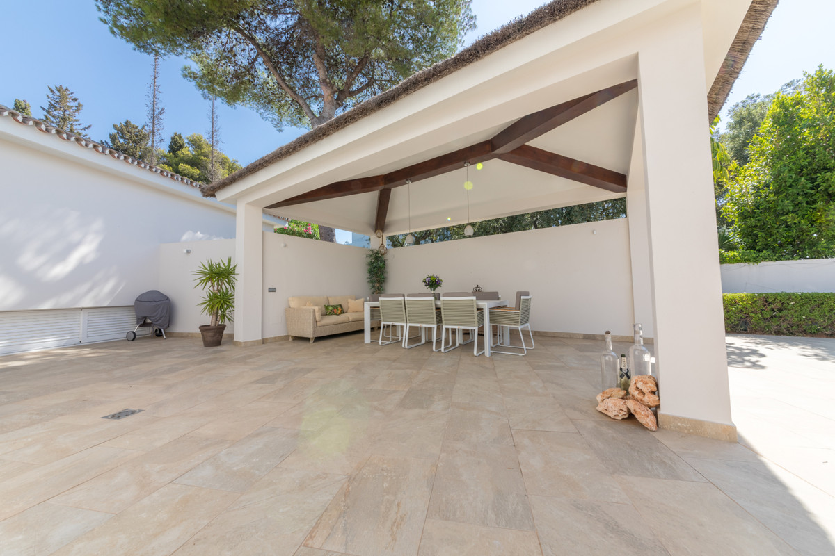 5 Bedroom Detached Villa For Sale El Rosario