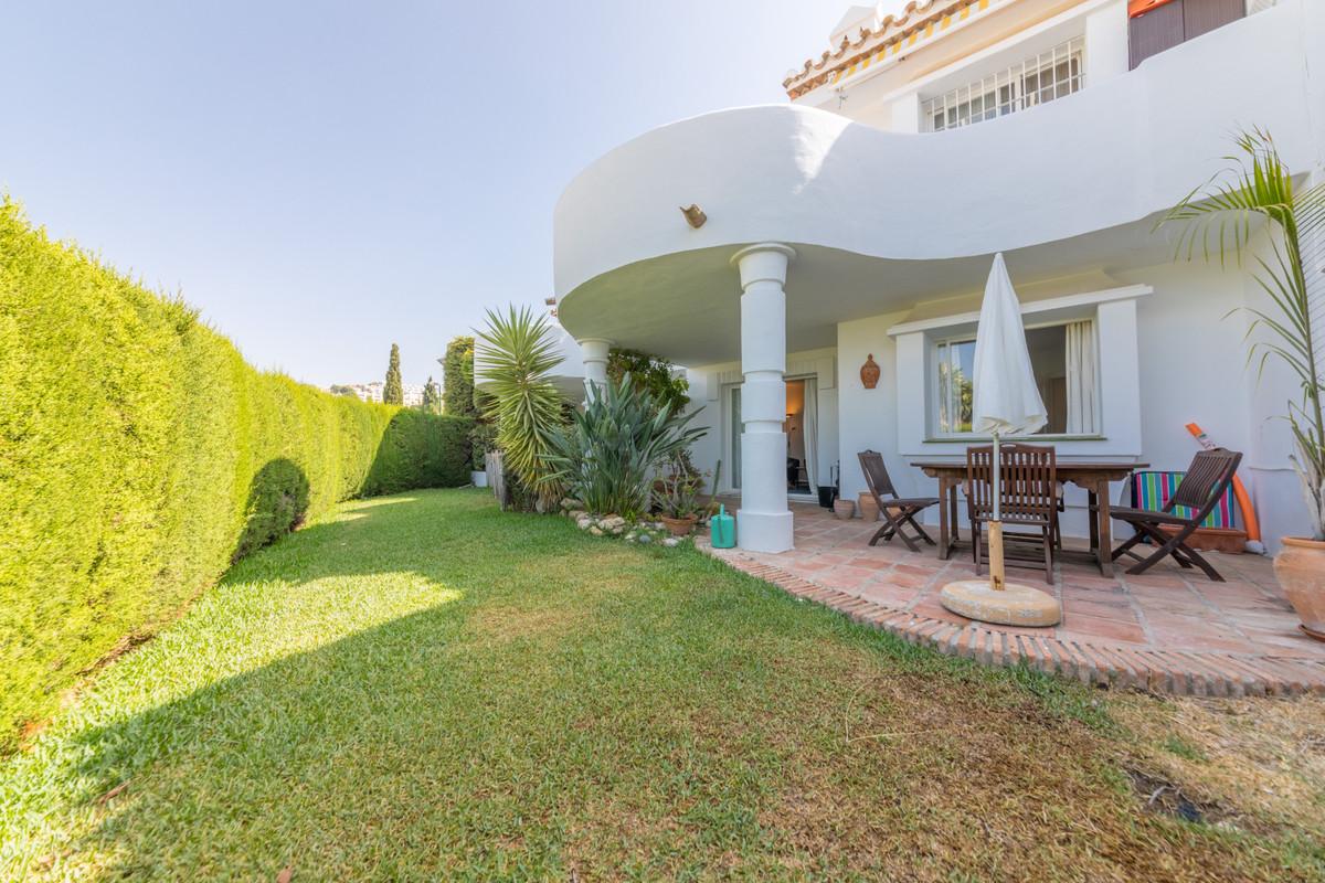 Apartamento en Venta en Calahonda – R3908968