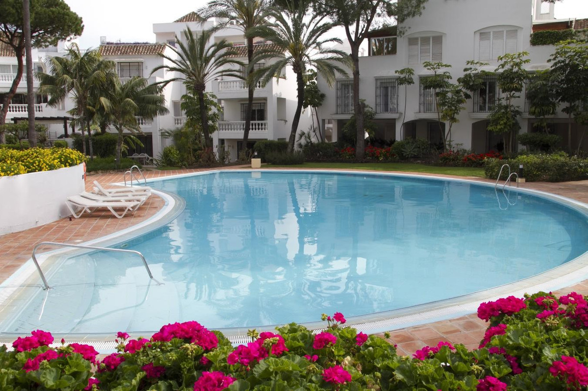 Apartamento  Planta Baja en alquiler  en Elviria