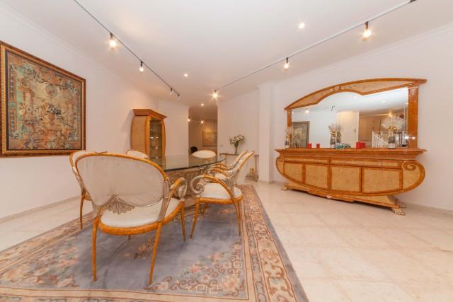 Villa – Chalet en Venta en El Paraiso – R2052554
