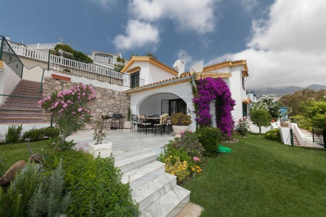 Detached Villa, Torremuelle, Costa del Sol. 3 Bedrooms, 2.5 Bathrooms, Built 507 m², Terrac, Spain