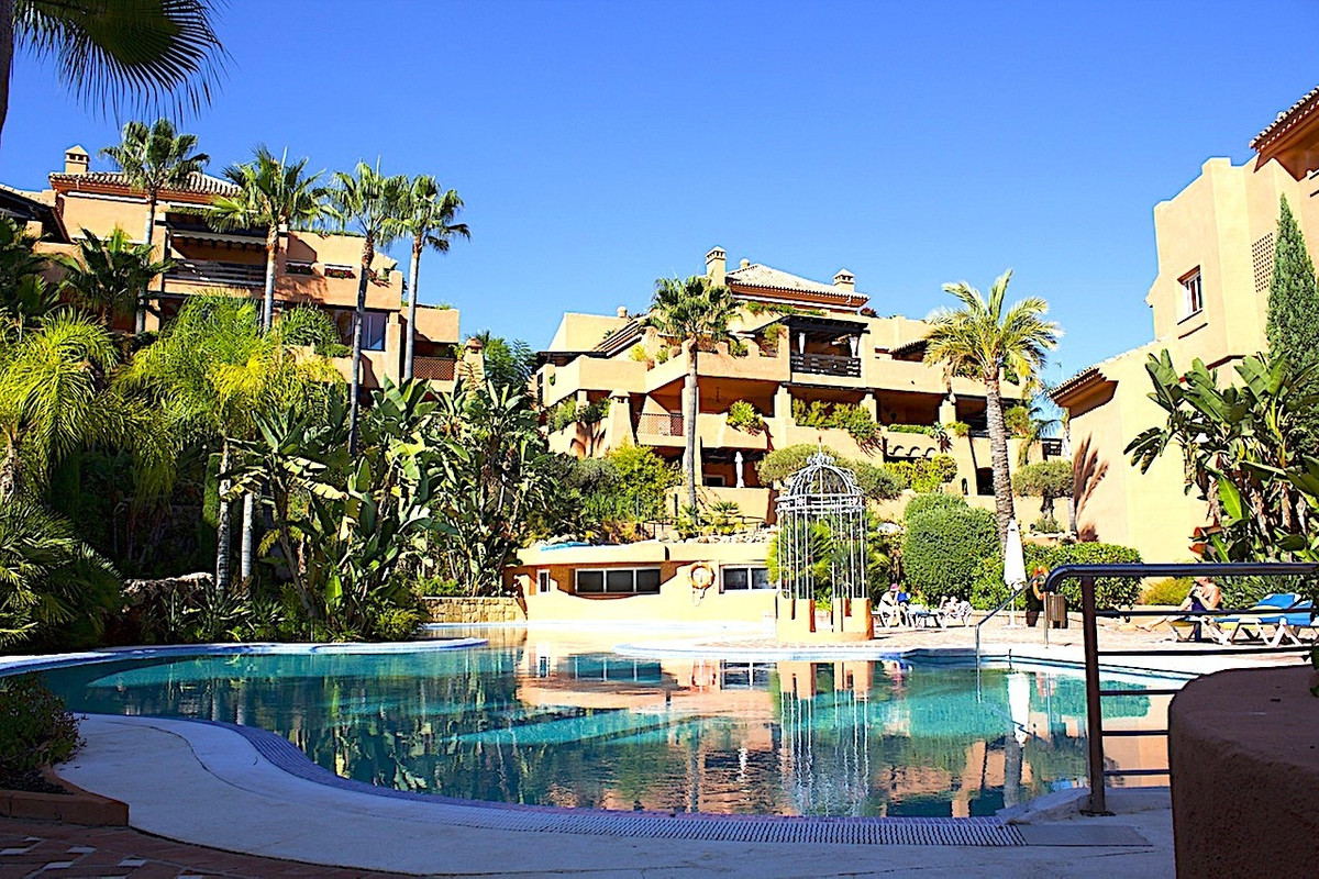 We are delighted to be able to offer for sale this wonderful apartment in great development Lagos de,Spain