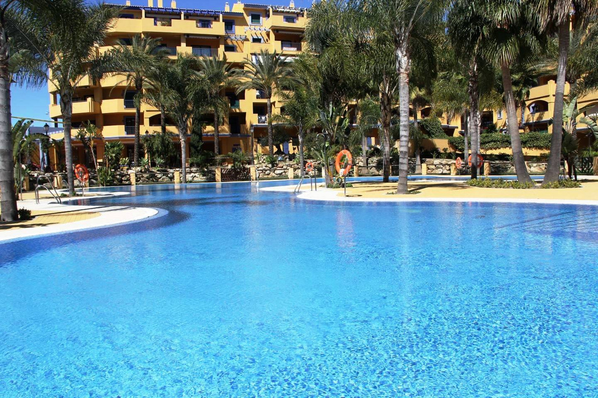We delighted to offer for sale and rent this wonderful apartment in very well established complex Lo, Spain