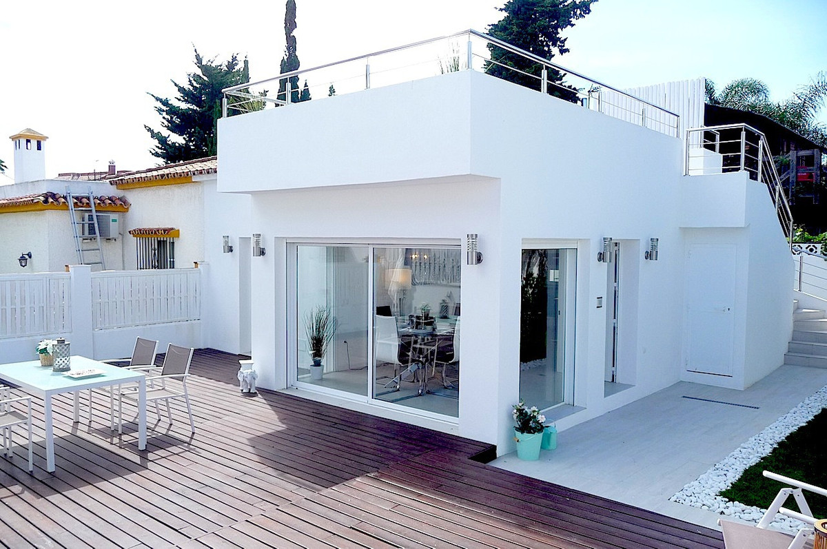 We are pleased to offer for sale this modern recently renovated 2 bedroom bungalow situated on the s,Spain
